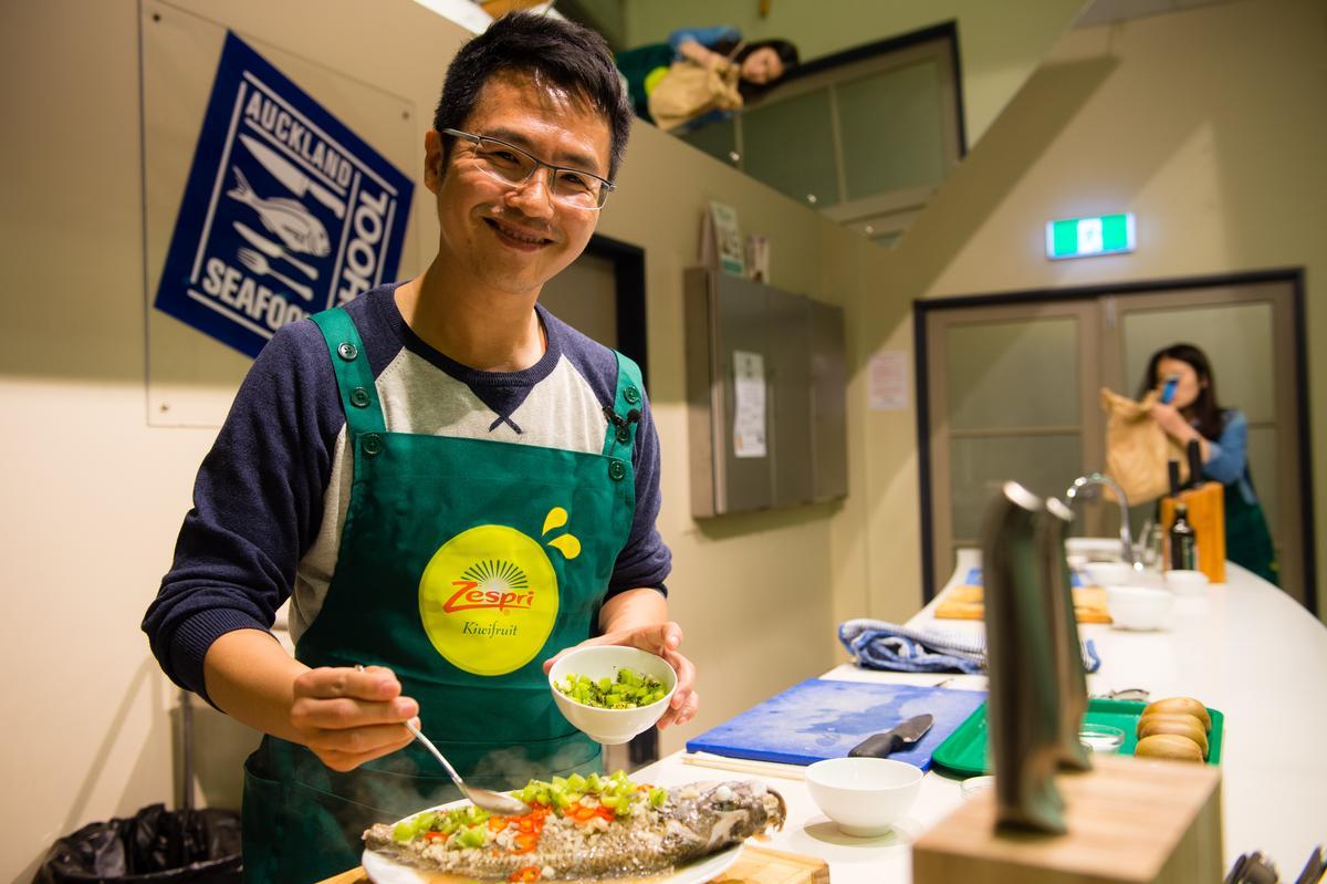 美食旅遊作家溫士凱大讚奇異果是料理提味的好食材。