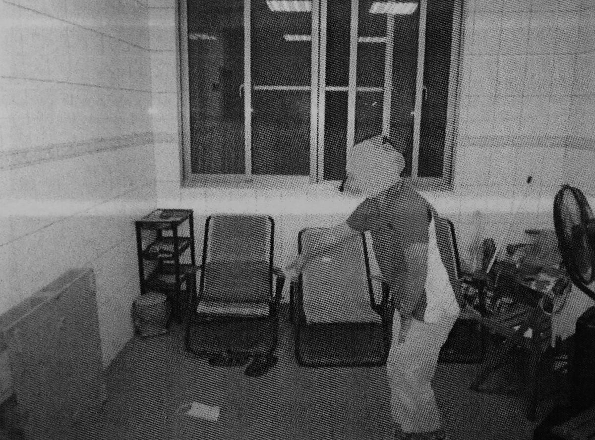 曾姓老翁在養老院上班,卻離奇死在1樓休息室的躺椅上。(翻攝畫面)