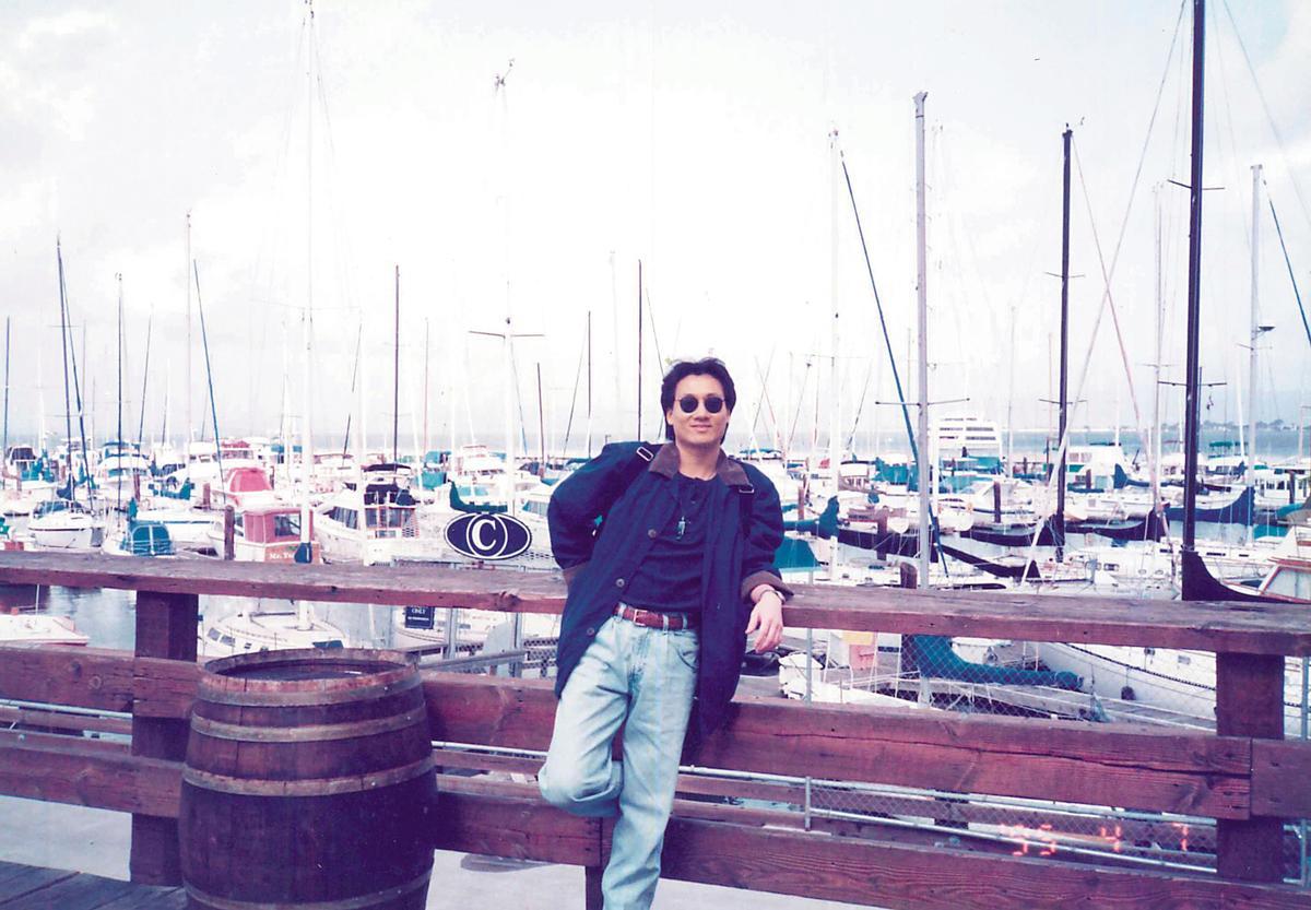 就讀淡江航海系時,羅法平曾在船上實習1年,環遊世界。(羅法平提供)