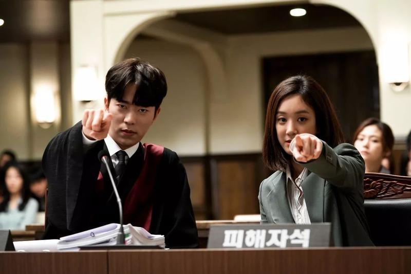 鄭麗媛(右)、尹賢旻主演的《魔女的法庭》,有不同與以往的精彩法庭戲。(CHOCO TV提供)