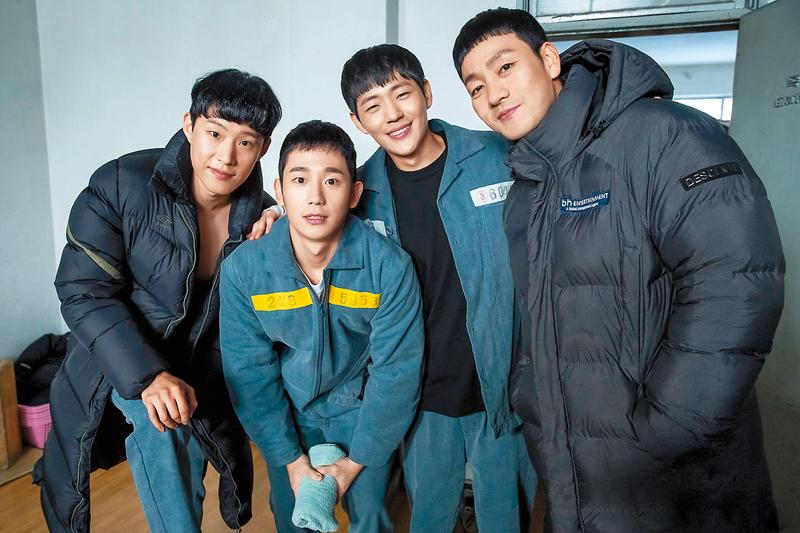 韓劇《機智的牢房生活》機智幽默又有正能量,演員笑容迷人、身材健美,談人性還是人性,但有時監獄的日常溫馨有如美男戰鬥營。