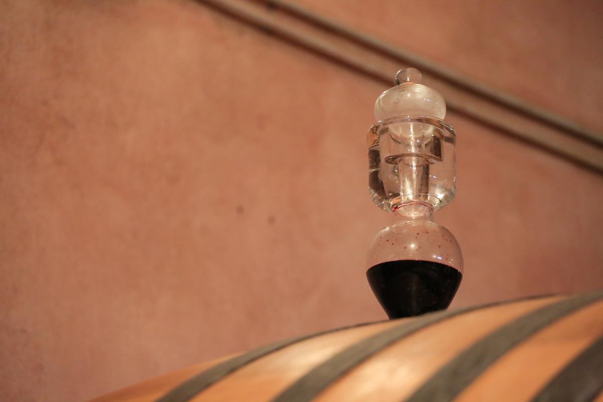 防止桶陳酒液氧化的工具叫做「tappo colmatore」。
