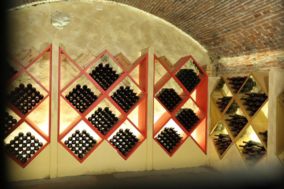 「尼波扎諾莊園」裡有留存好年分的Mormoreto葡萄酒圖書館。