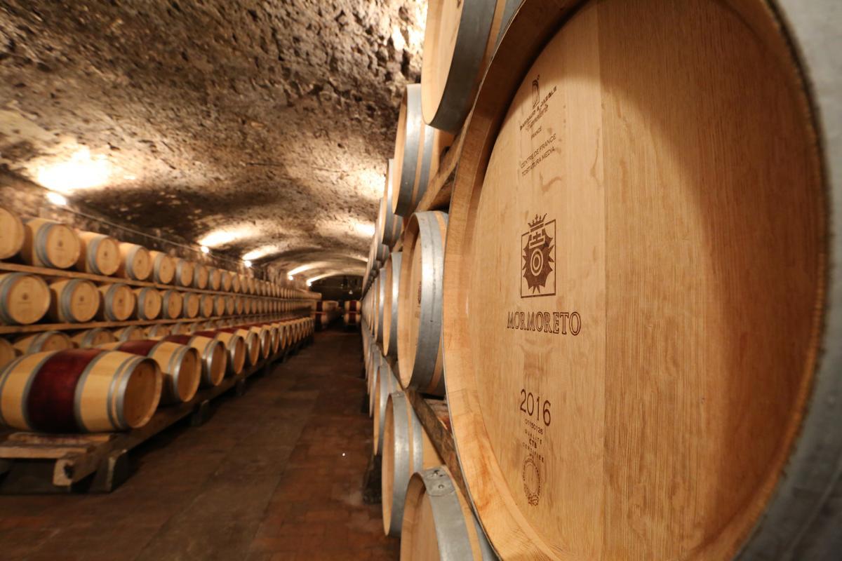 「Momoreto」是以Sangiovese與許多國際品種混釀,經過小桶熟成2年的招牌酒款。