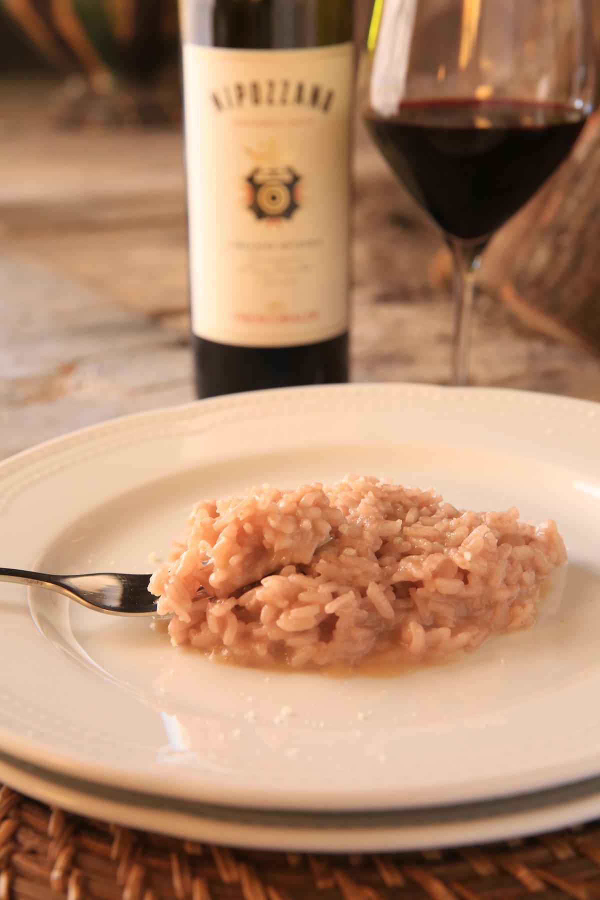 以尼波扎諾莊園出產紅酒烹煮而成的紅酒起司燉飯,香濃美味。