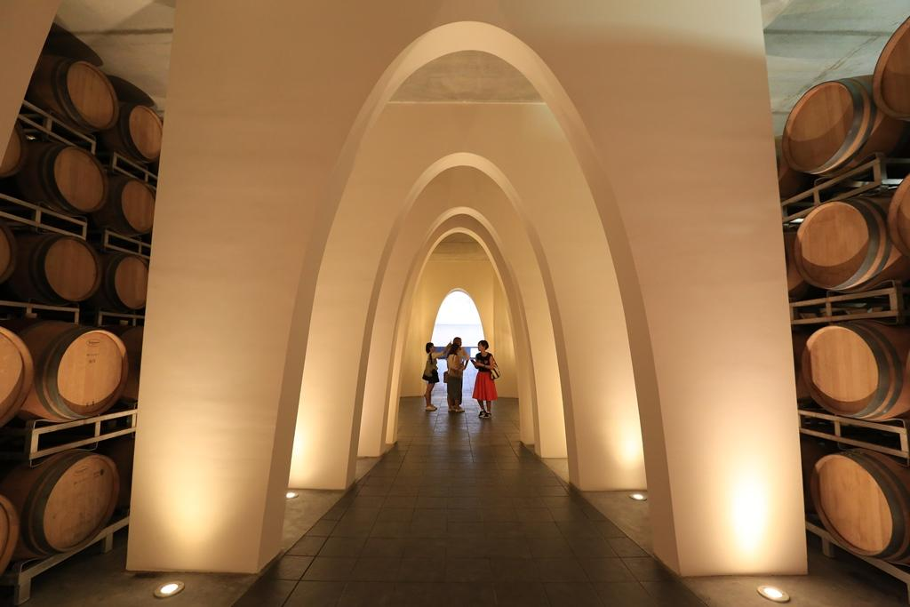 卡斯提喬康朵莊園的酒窖設計由義大利知名建築師Piero Lissoni操刀,簡潔大方。