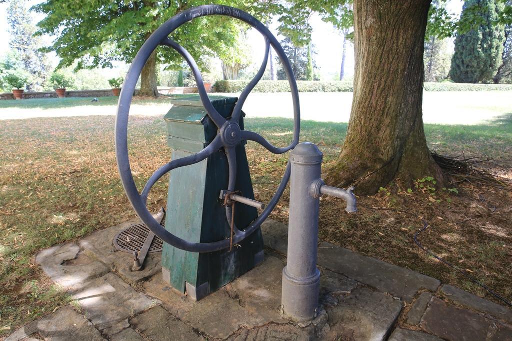 在卡斯提里歐尼莊園裡的古老水井,底下有連通道至酒窖,透過水氣調節酒窖溫度。