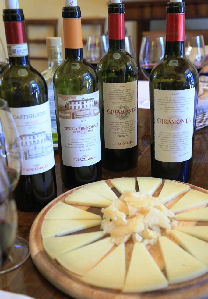 卡斯提里歐尼莊園紅酒的特色是果味豐潤飽滿,與Pecorino起司十分對味。