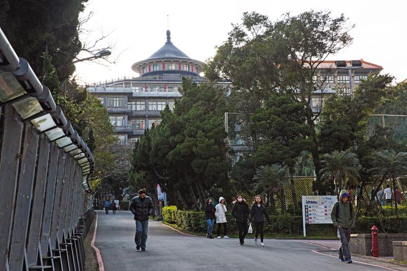 文化大學位於陽明山上是國內知名的私立大學,但董事會十幾年來一直紛爭不斷,頻頻躍上新聞版面。