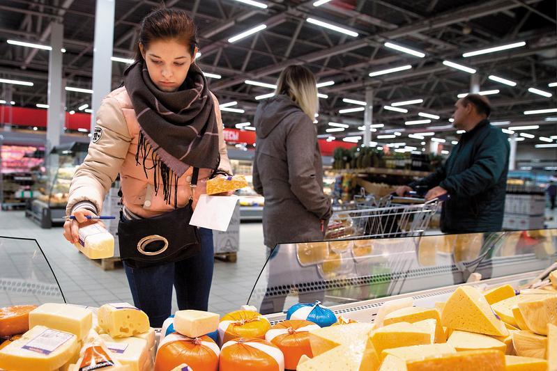 全球各地的極端氣候,影響穀物產量,推升食物價格,通膨蠢動。(東方IC)