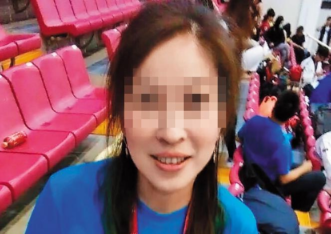 女老師為某大學講師和跆拳道學會理事,目前已離婚,育有2子女。