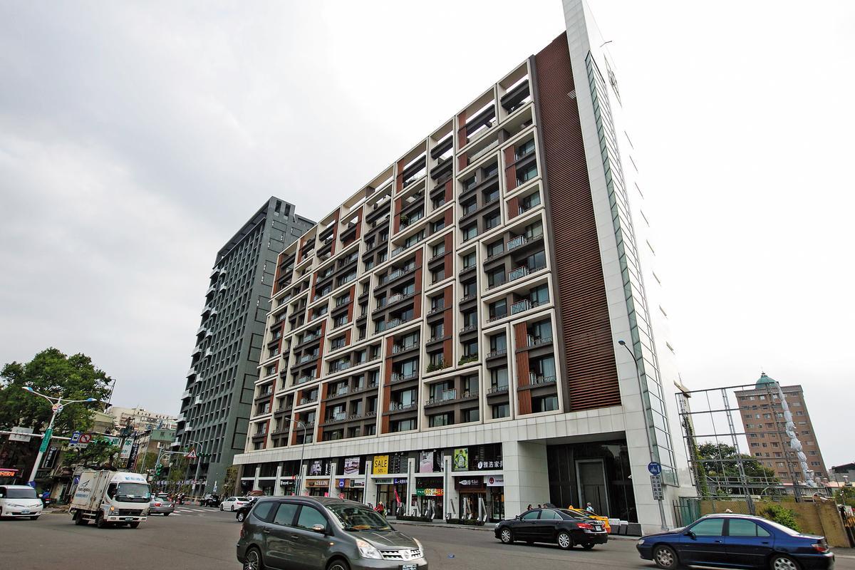 許世龍住的豪宅位於台北市天母SOGO百貨公司隔壁。