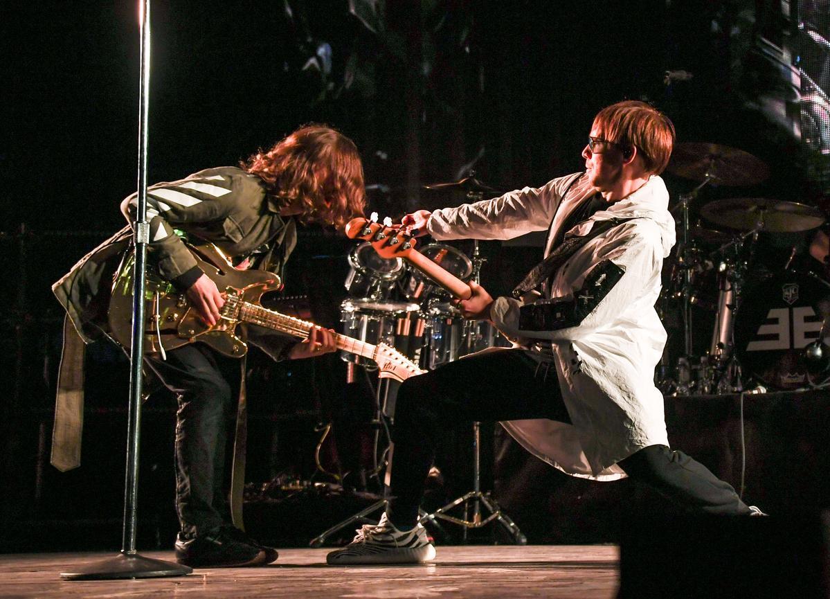 謎幻樂團以〈I Don't Know Why〉展開演唱會,唱足1個半小時。(Live Nation理想國提供)