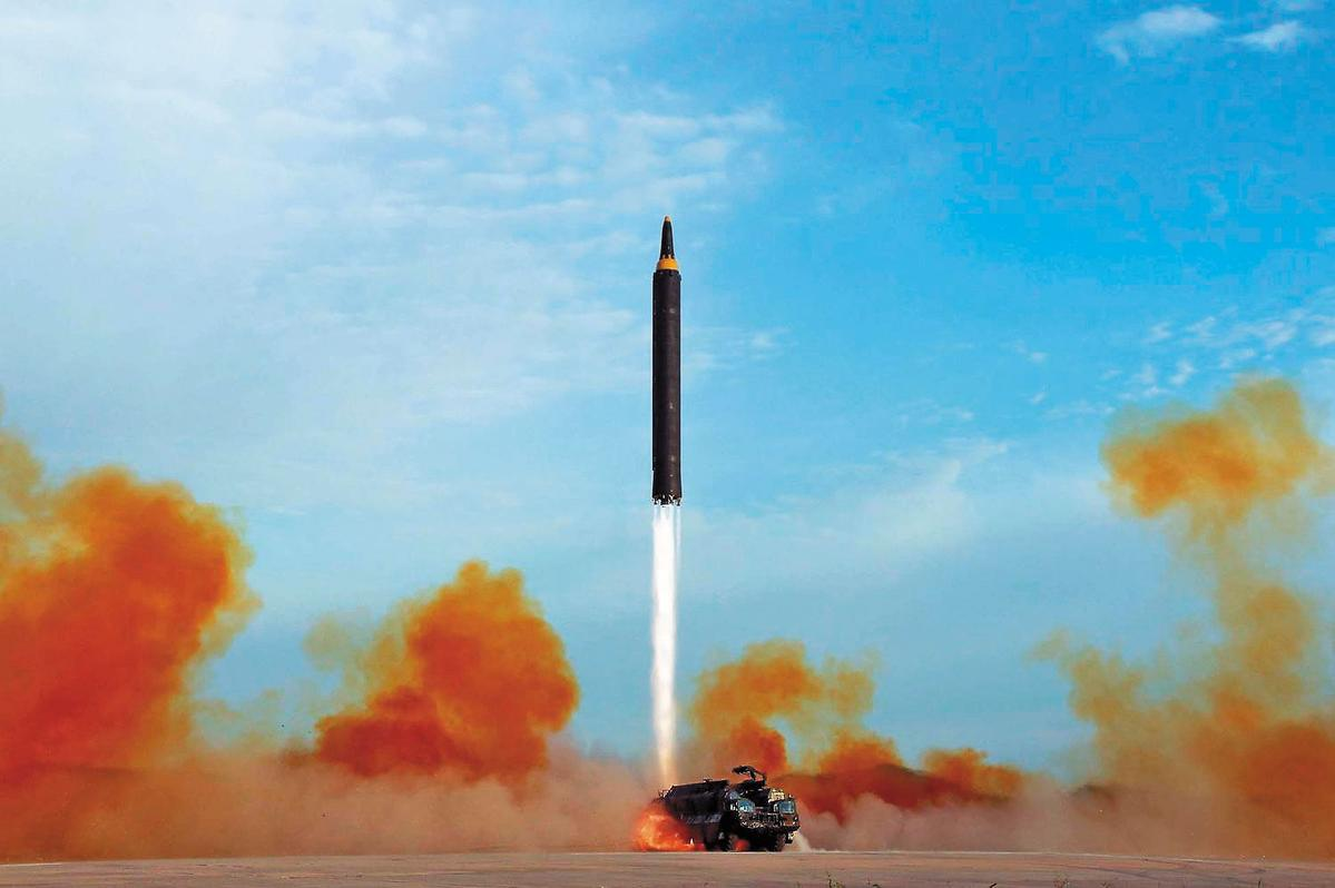 北韓軍備威脅倍增,頻頻試射飛彈,號稱能打到美國,引起全球譁然。(翻攝Korean Central News Agency)