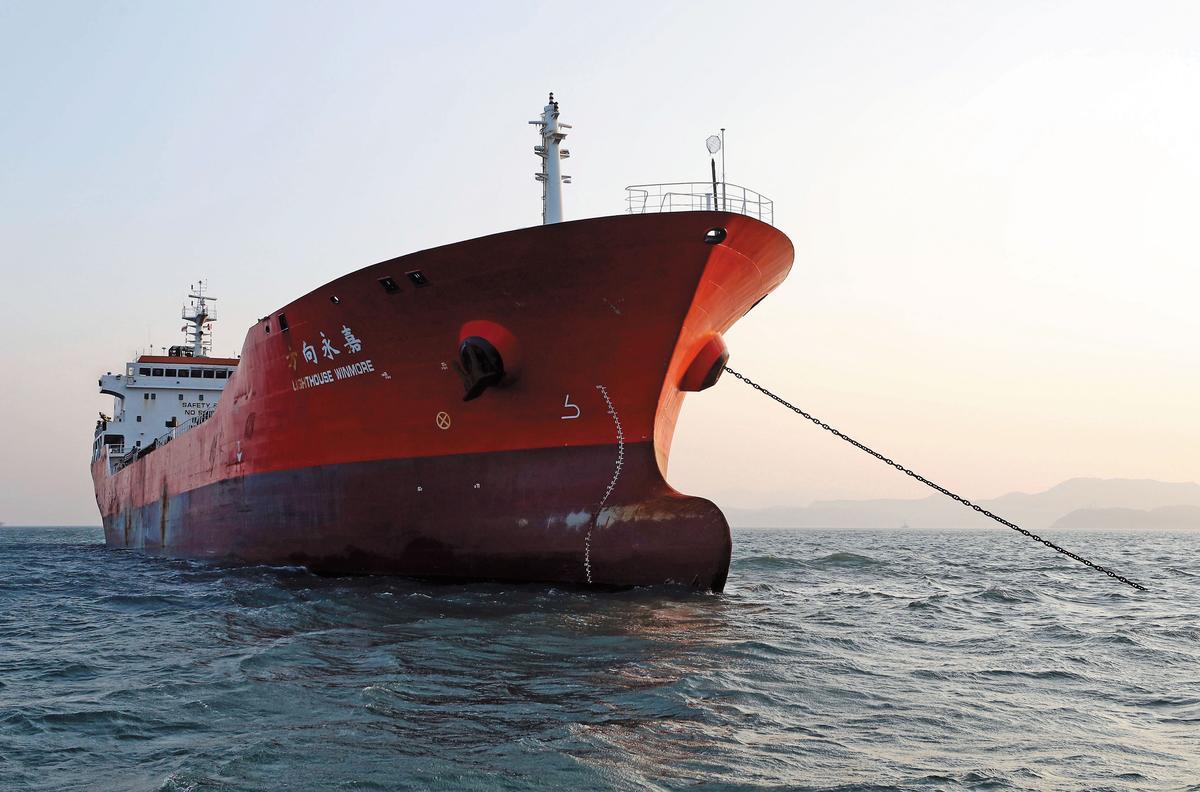 高雄油商去年10月涉租方向永嘉號,在公海以船對船方式賣600噸油品給北韓,該船已遭韓國查扣。(達志影像)
