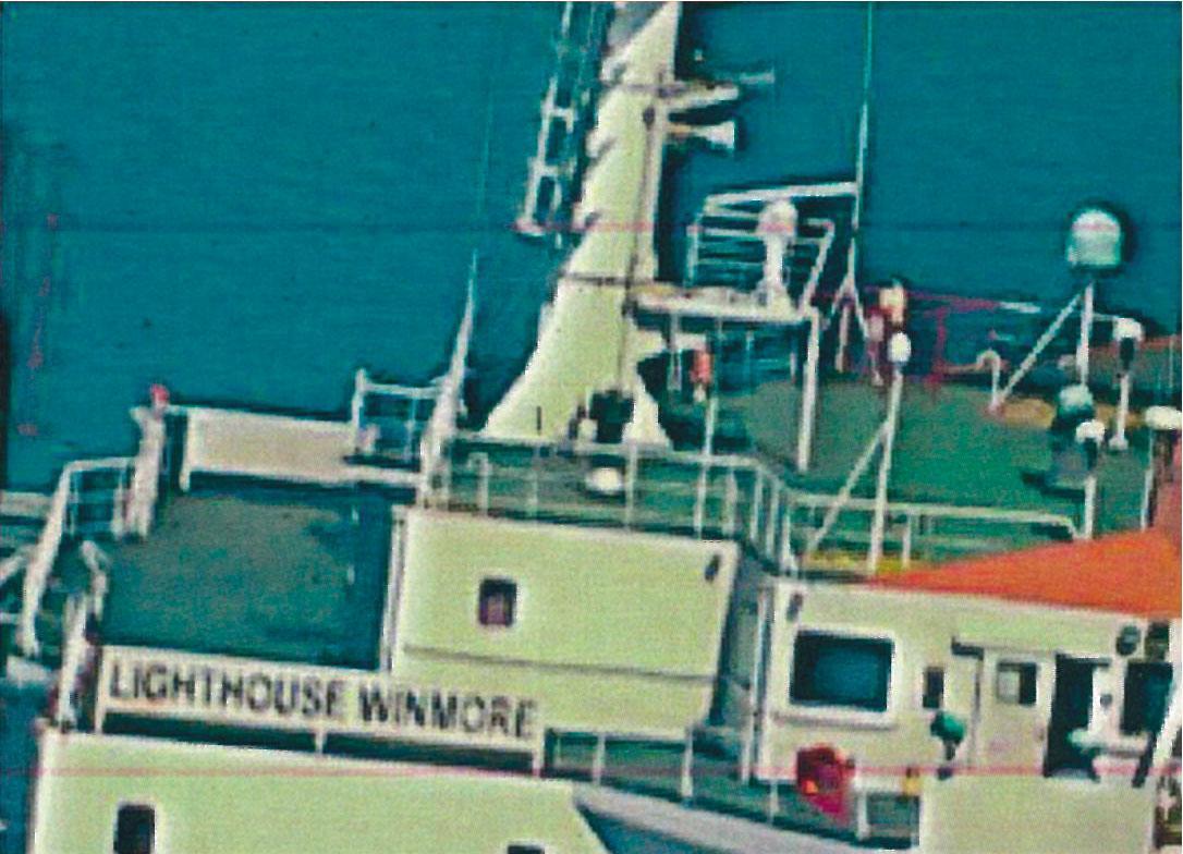 美軍全球鷹無人偵察機,拍下方向永嘉號(Lighthouse Winmore)在公海賣油給北韓的過程,連船名都拍得一清二楚。