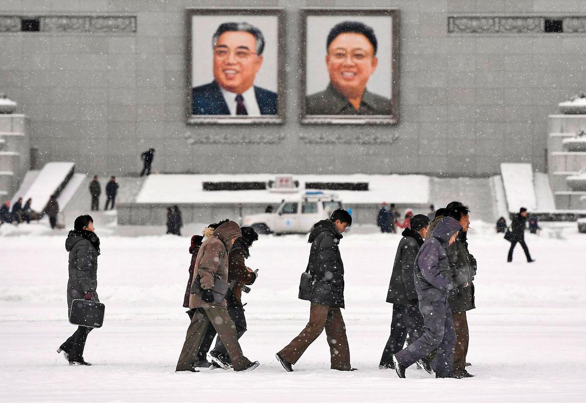 北韓大規模試射飛彈,老百姓卻縮衣節食,脫北者還爆料吃蜻蜓飽肚。(東方IC)