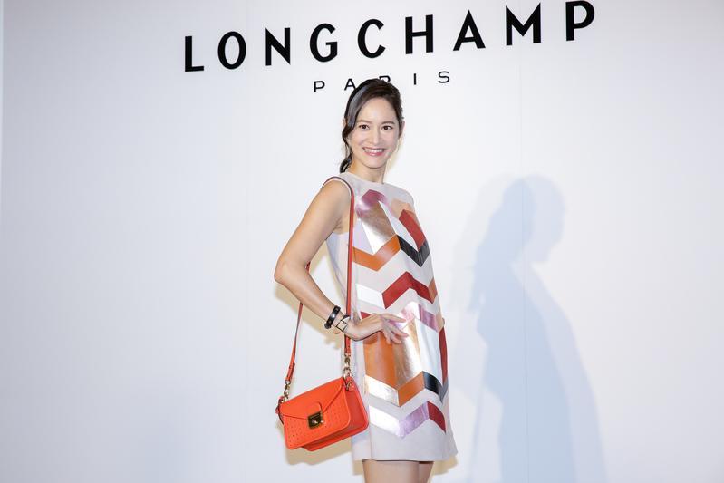 Janet出席Longchamp 2018夏季新品鑑賞會,看不出是產後3個月的媽媽。