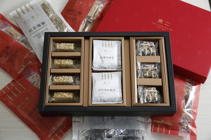 郭董的過年伴手禮,除了迎媽祖的總裁福貴糕外,今年還多了養生點心禮盒。