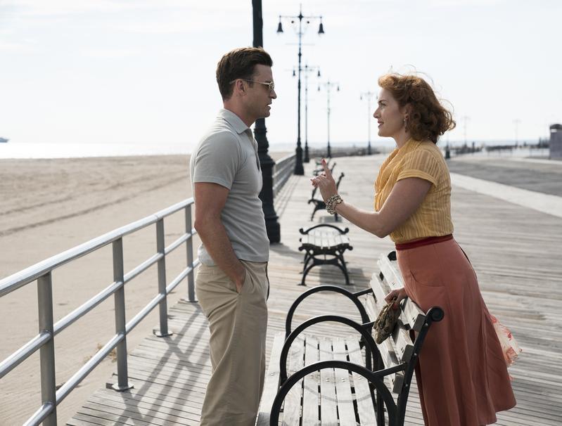 金獎影后凱特溫絲蕾(右)被伍迪艾倫逼出強大演技,她和賈斯汀提姆布萊克(左)在《愛情摩天輪》陷入一段瘋狂畸戀,浪漫過頭。