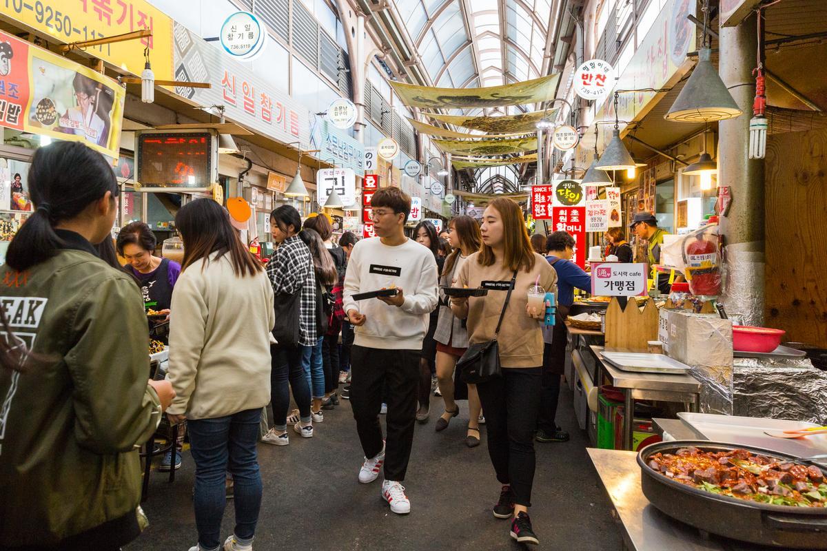 市場在地飲食文化,旅客、當地人都很買單。