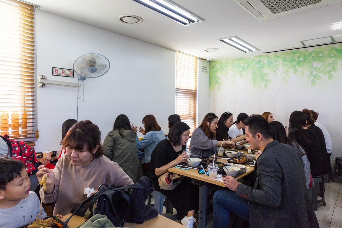 便當Café空間不算寬敞,人多一起吃便當更有Fu。