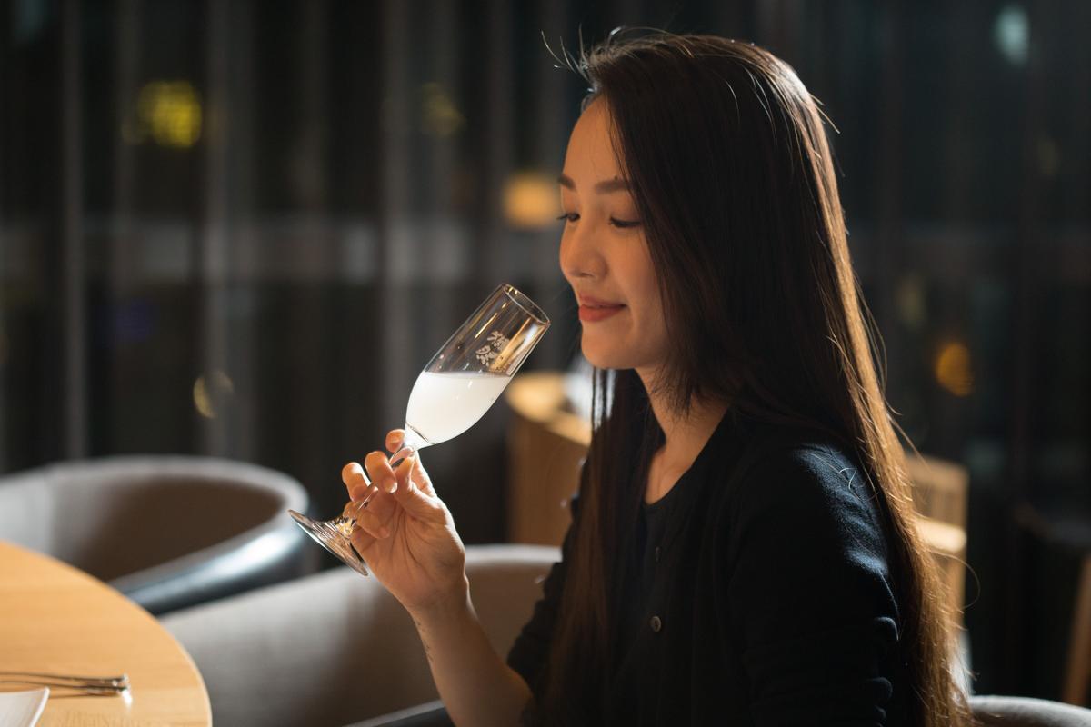 獺祭清酒有專屬ISO高腳杯,長型杯口能感受純米大吟釀的香氣。