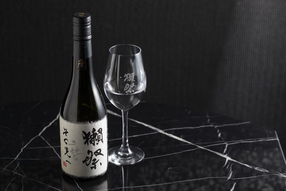 獺祭最高端清酒「獺祭磨之先」,香氣、味道富層次,尾韻綿長。(3,500元 /杯,16,800元/瓶)
