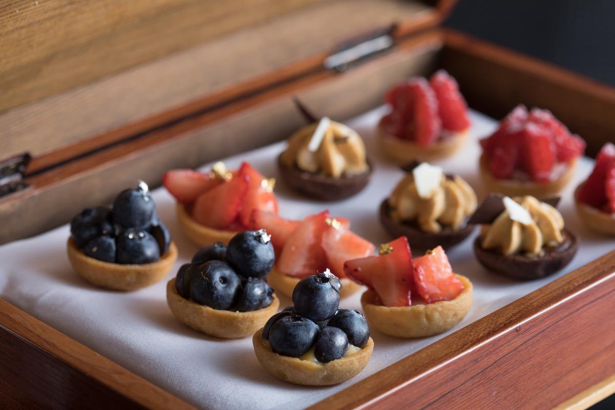 「水果塔」的酸津莓果味適宜搭配清爽的清酒。(380元/份)