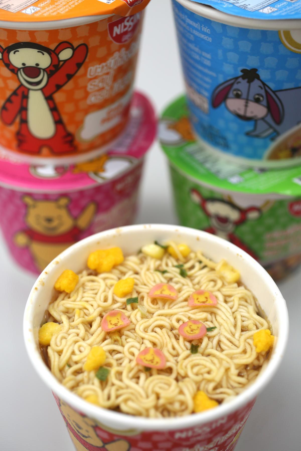 泰國限定版迪士尼日清小杯麵,1套有5款造型,深受年輕女性喜愛。(1杯/19元)