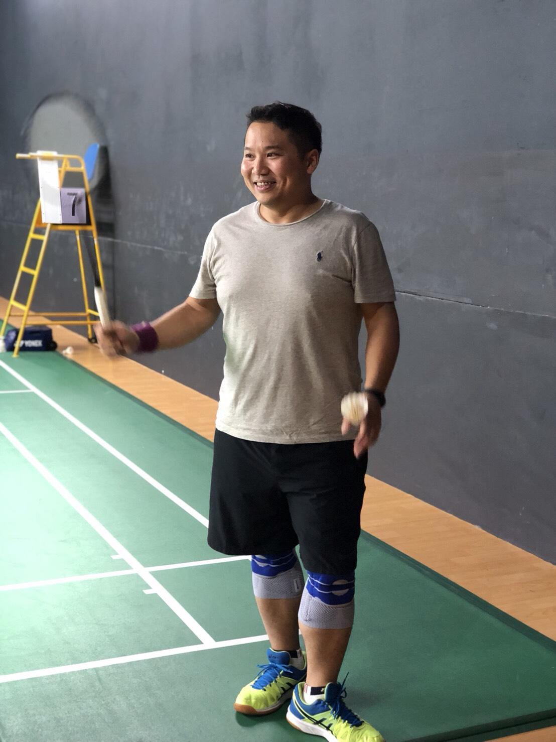 許書林是工作狂,一度忙到健康亮紅燈,如今重拾學生時期最愛的羽球運動。(許書林提供)