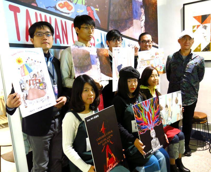 安古蘭漫畫節25日登場,左二起台灣漫畫家曾耀慶、次叔、阮光民、策展人黃健和;左下起為吳雅怡、林倩羽、SALLY。