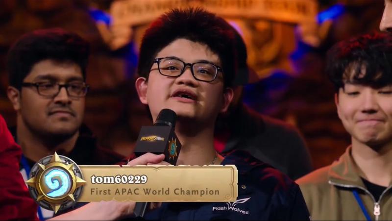 台灣《爐石戰記》職業電競選手陳威霖(tom60229),在2017《爐石戰記》全球巡迴賽(HCT)世界總決賽中逆轉奪冠。(擷取自暴雪官網)
