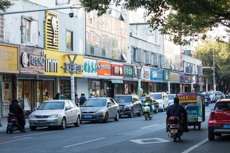 昆山是台商大本營,走在昆山的黃河路以及震川路上,舉目可見彰化肉圓、蚵仔煎以及米粉湯等台灣傳統小吃的招牌。