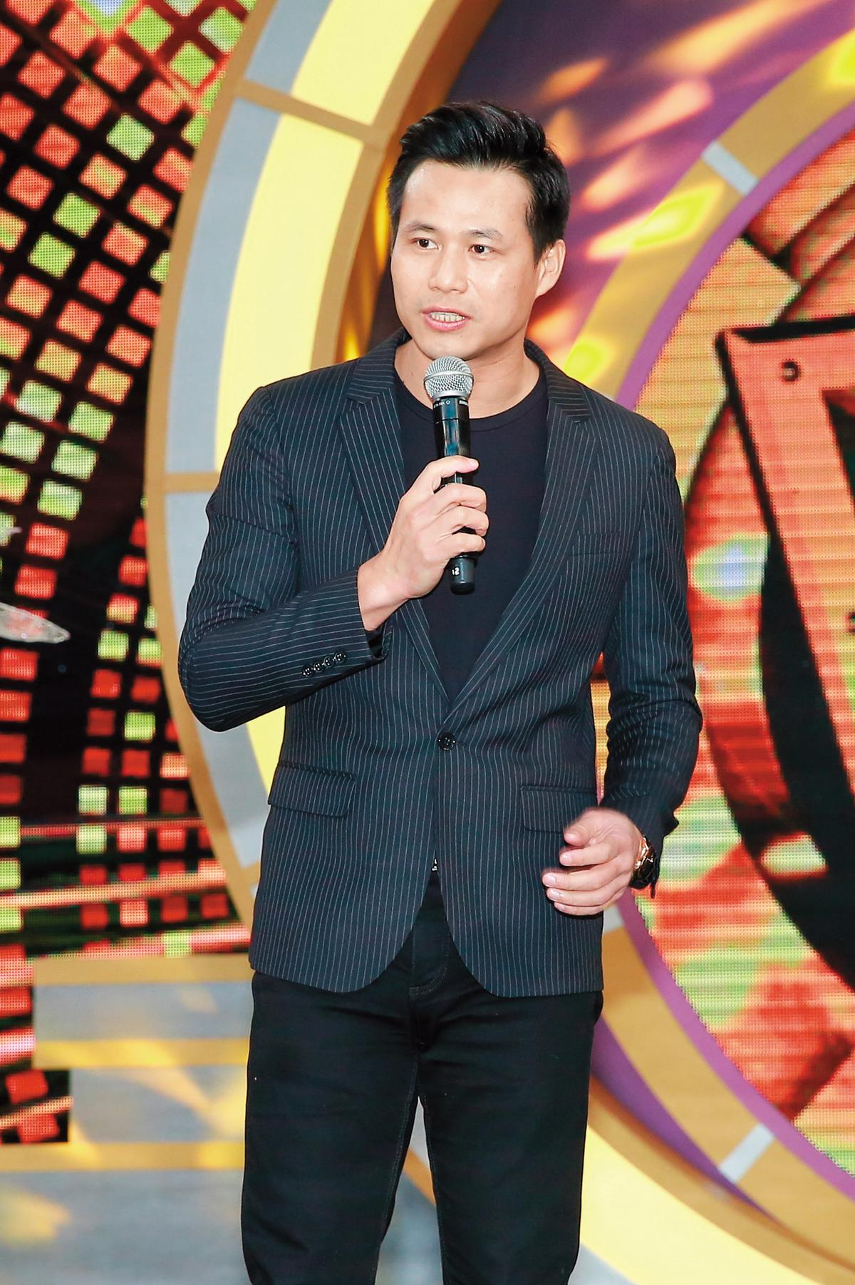 陳國華曾與彭佳慧相戀多年,兩人分手後不聯絡,現各自在不同領域打拚。