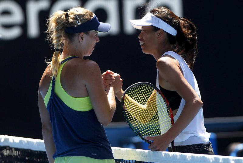 謝淑薇在澳網女單16強賽遇上德國前球后Kerber,兩人惺惺相惜。(東方IC)