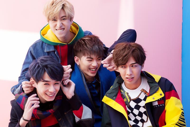 男團A-TEAM推出首張EP《44釐米》,首週預購開紅盤。(年代娛樂提供)