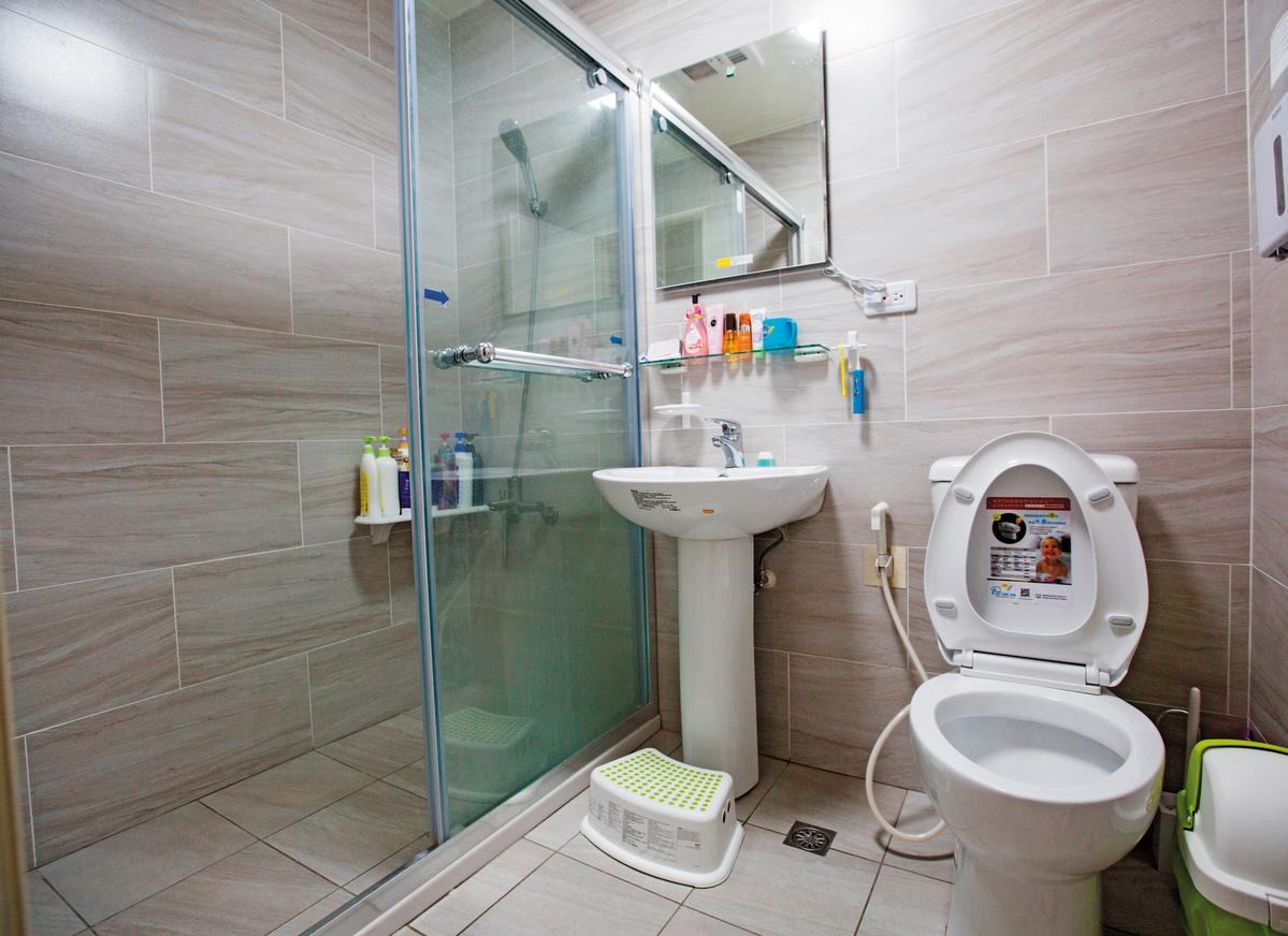After 浴室裝修首重看不見的全室防水工程,想省錢要取捨看得見的衛浴設備。