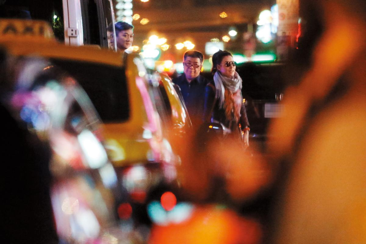 1/20 21:03 結束與林志穎的飯局後,張栢芝轉往按摩店抓龍,來台的第一晚就非常充實。