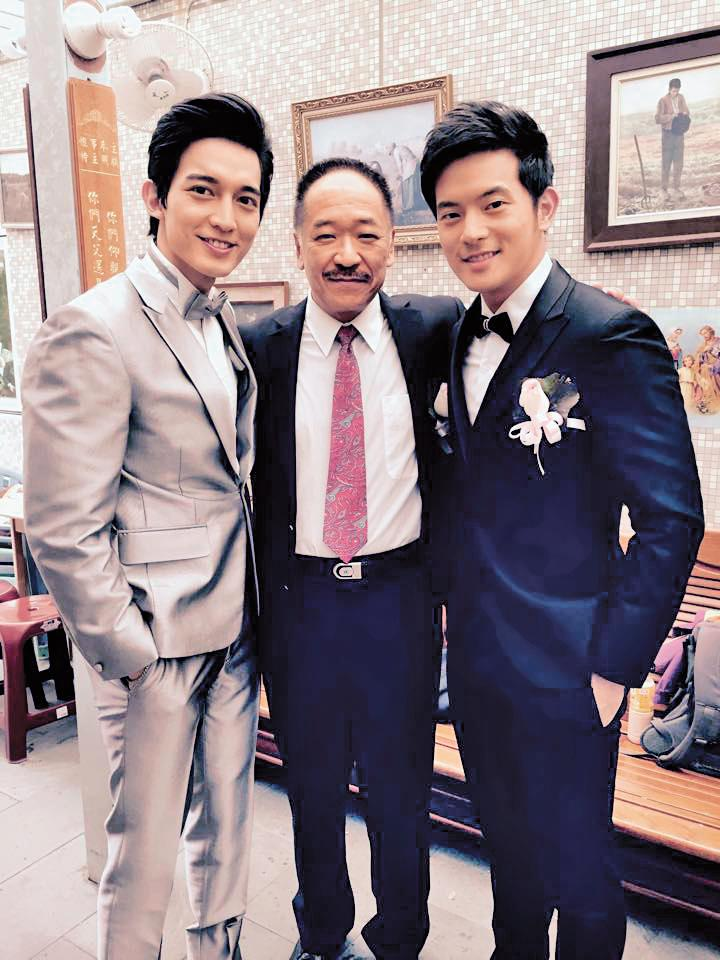 王家梁(左)演出《22K夢想高飛》時曾和宥勝(右)合作,多年來當綠葉的角色當得稱職。(翻攝自王家梁臉書)