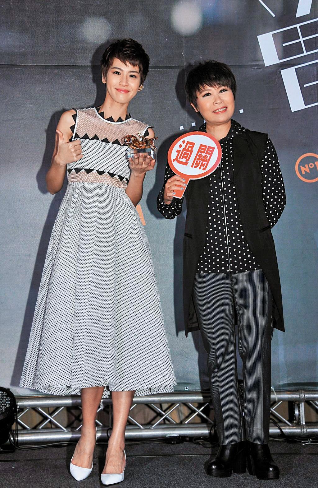 曾沛慈(左)發片時也請到黃小琥(右)站台,她其實靠著唱歌也獲得頗多肯定,多半是「十大風雲歌手」「最受歡迎女歌手獎」這類獎項。(福茂唱片提供)