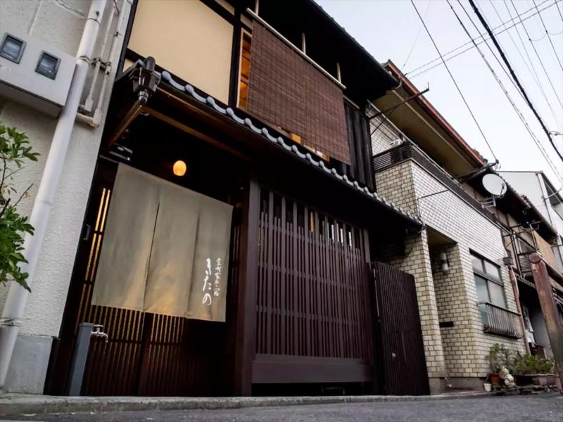 保留京都傳統建築特色的「京町家」,是許多訪日觀光客捨棄旅館住「民宿」的一大主因。(圖片取自Airbnb)