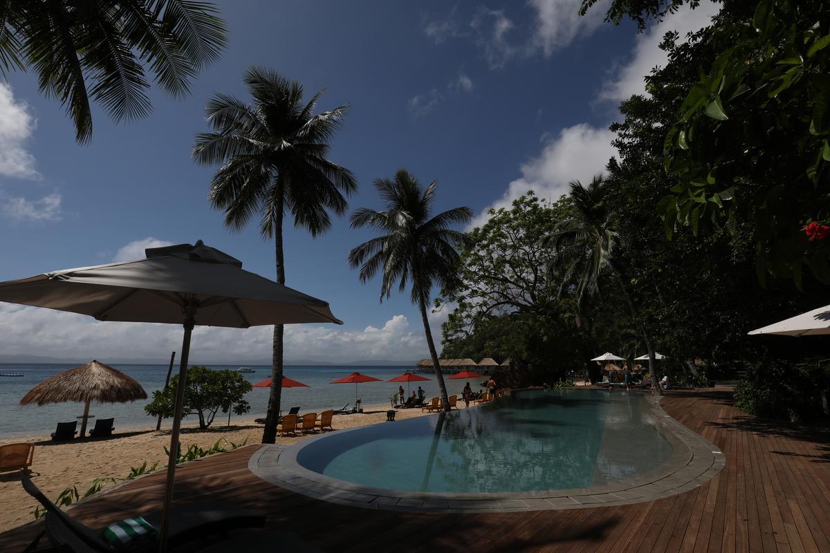 不想下海的旅客,渡假村內也有游泳池。