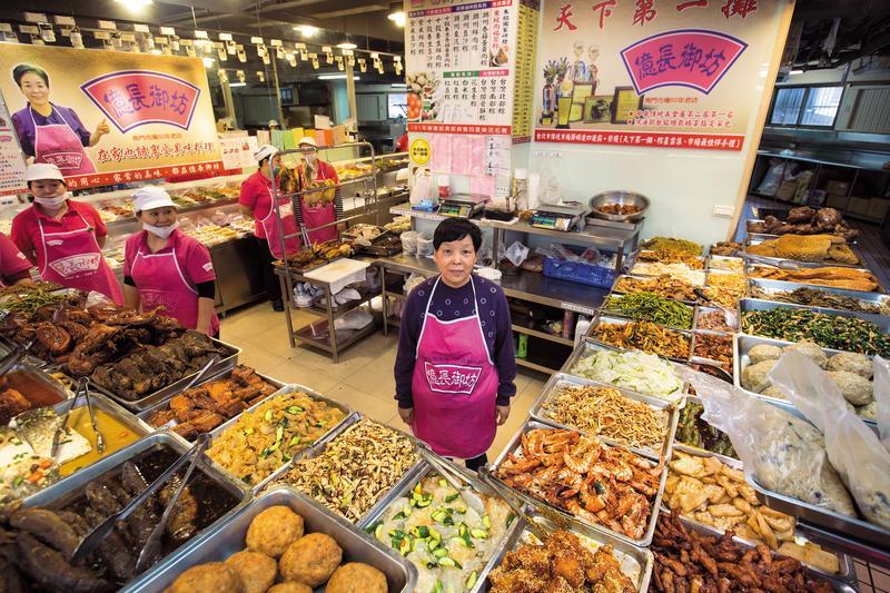 辛苦了超過半世紀,朱億長這一生幾乎可說是為了南門市場的熟食攤而活著。