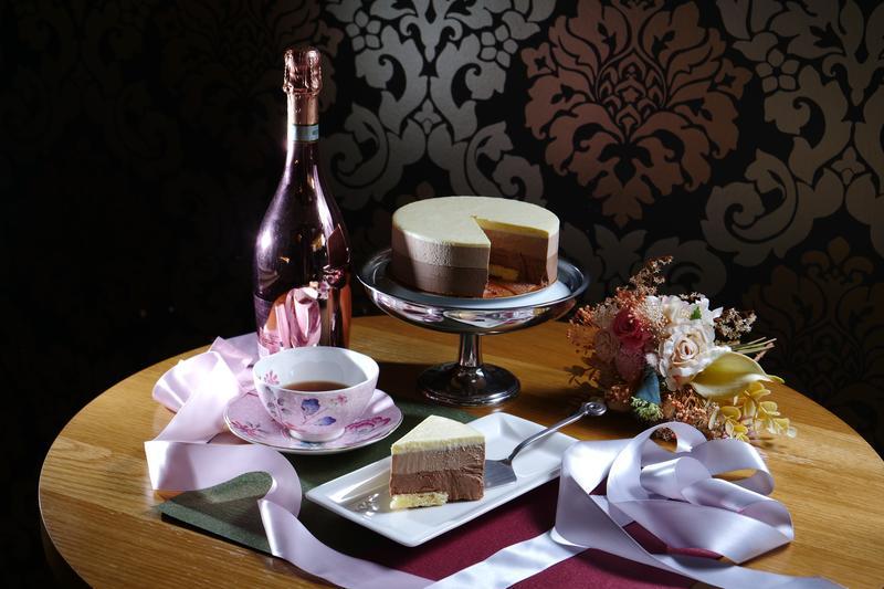 細緻如絲緞化在舌尖的「女王緞帶巧克力蛋糕」。(728元/6吋)