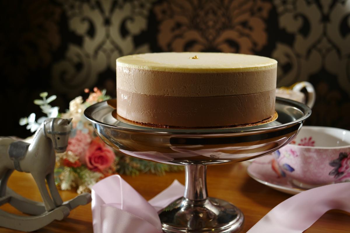 「女王緞帶巧克力蛋糕」口感滑細、甜度清雅,讓我味蕾印象深刻。(728元/6吋)