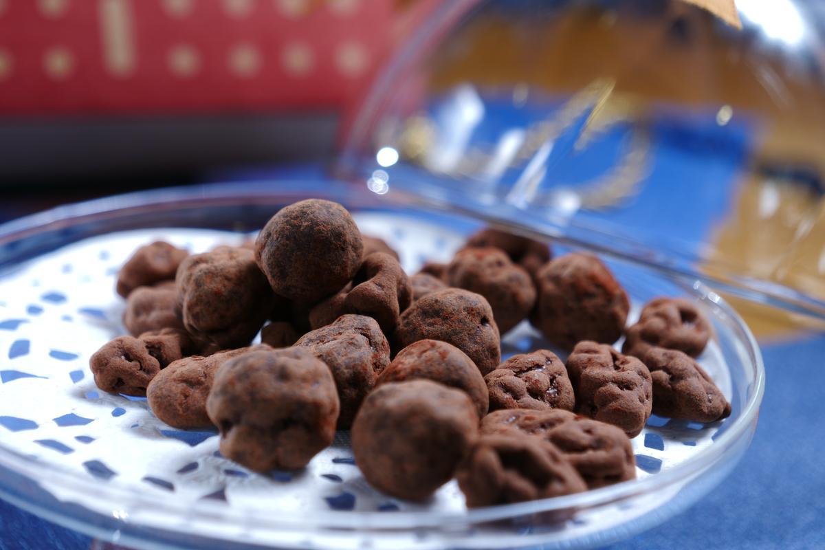裹覆可可粉的「Rock & Roll 巧克力豆」吃得到果乾及堅果,甜蜜涮嘴。 (238元/份)