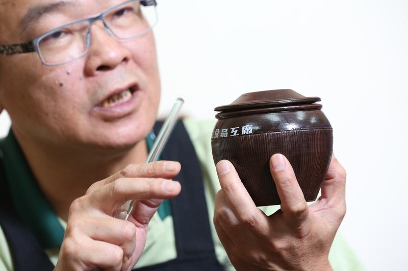 滿嘴醬油經的鄭惠民,年輕時卻是家族的逃兵,一心想到外頭闖天下。