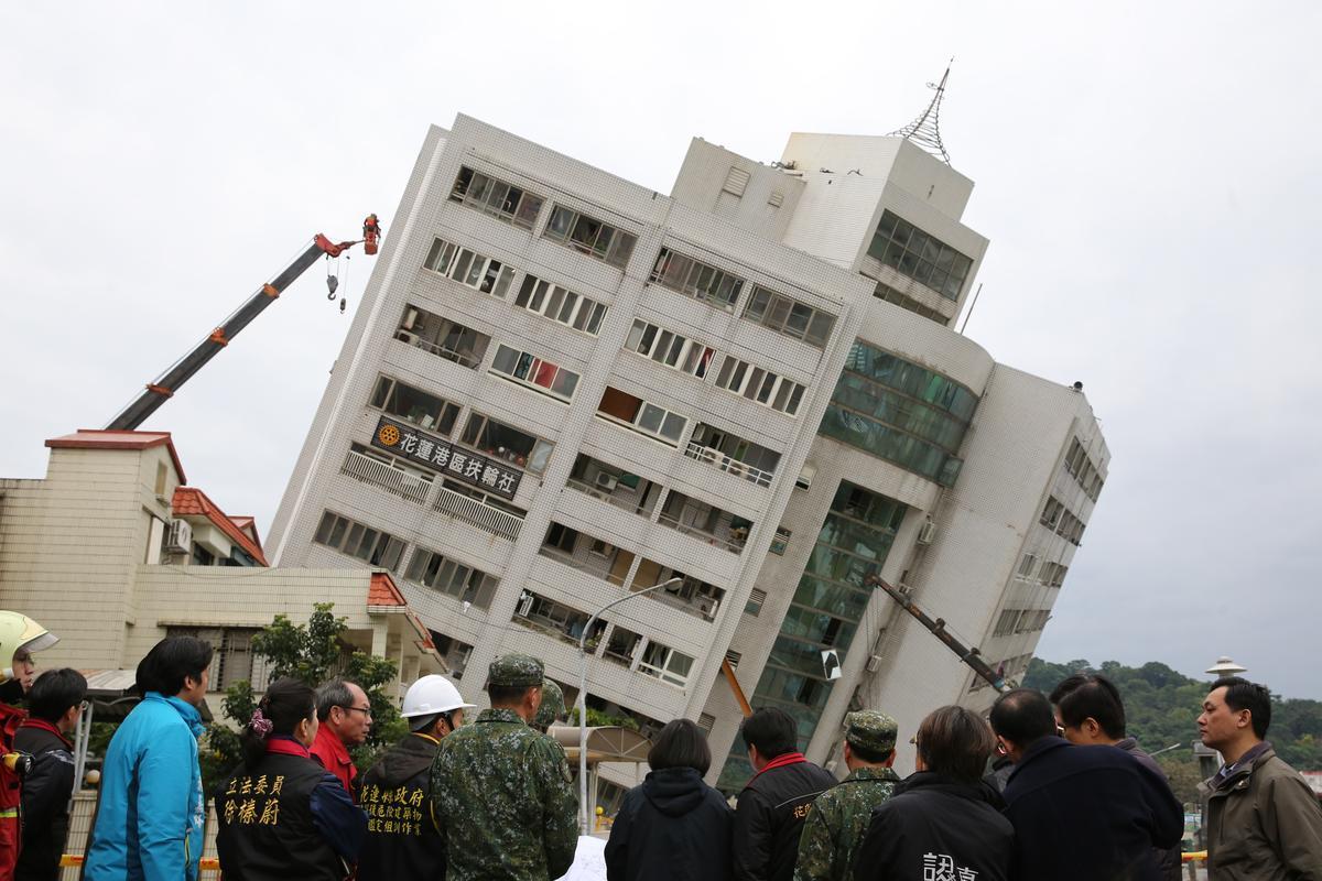 雲翠大樓倒塌,居民受困超過9小時。