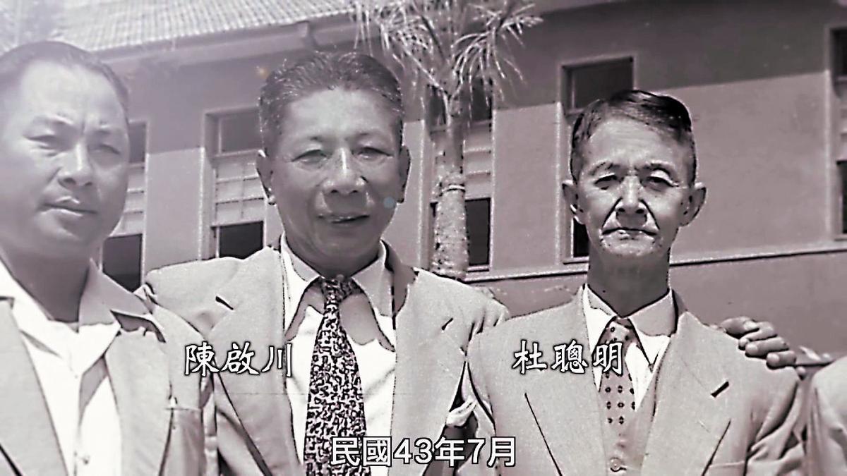 擔任高醫大首任及第3任董事長的陳啟川(中),原本陳家將他列為高醫大創辦人,遭教育部糾舉,指杜聰明(右)才是登記創辦人。(翻攝網路)
